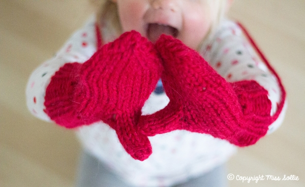 Toddler modelling mittens